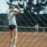 als Jugendlicher ein wenig Tennis und Skifahren ..