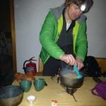 Braunschweiger Hütte Winterraum - Nudeln kochen