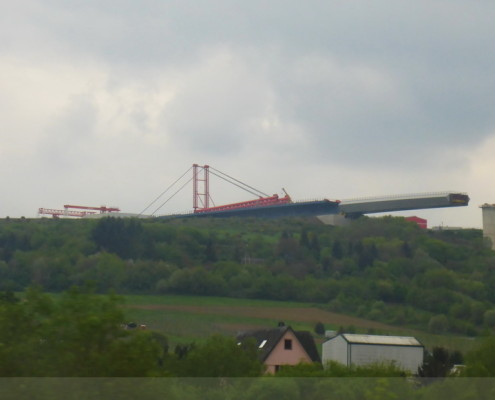 eine Brücke entsteht
